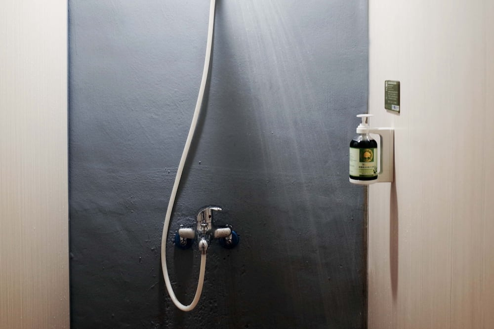 Dortoir Partagé, femmes uniquement, non-fumeurs, salle de bains commune - Salle de bain