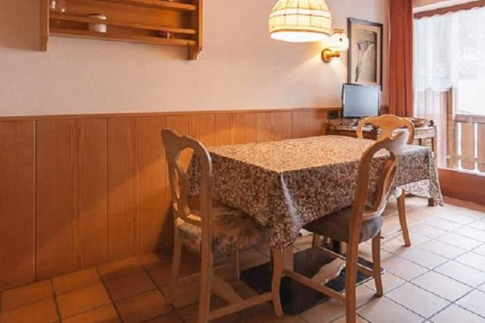 Apartment, 2 Bedrooms (406) - In-Room Dining