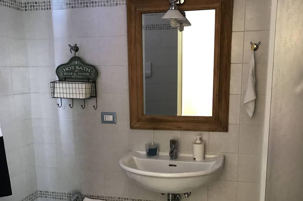 Pokoj Comfort s dvojlůžkem, dvojlůžko (180 cm), nekuřácký - Koupelna