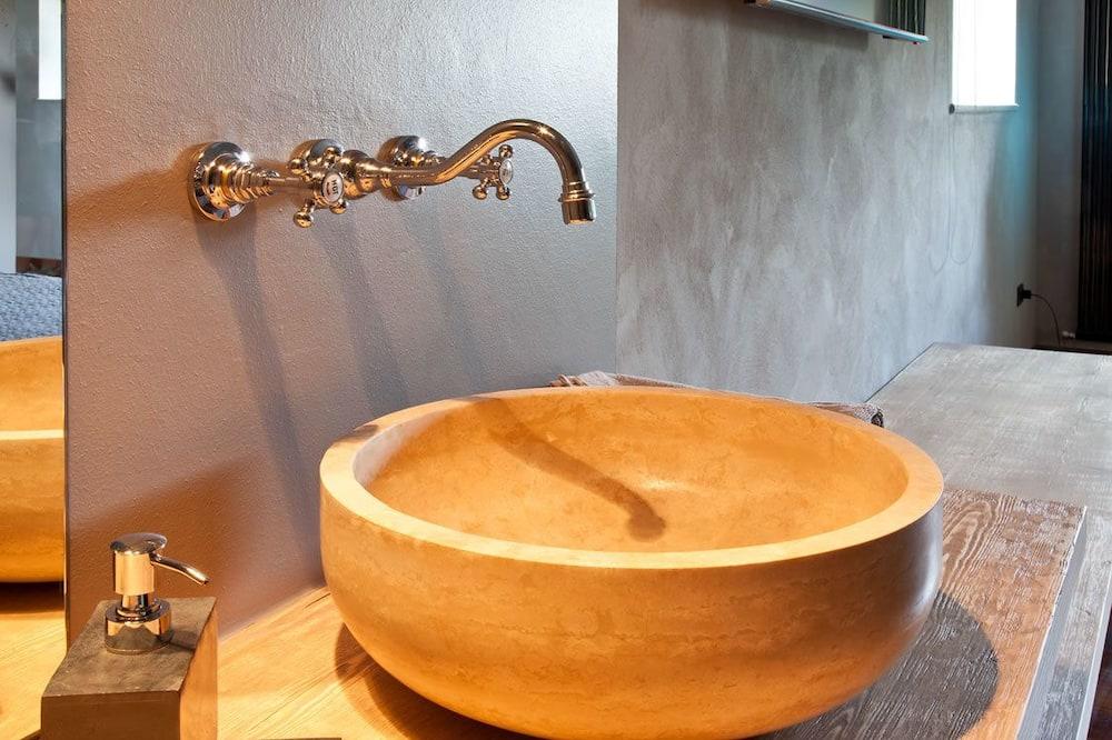 Lakosztály, kilátással a kertre - Fürdőszoba