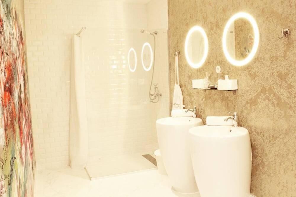 Suite Royal, pemandangan kolam renang - Kamar mandi