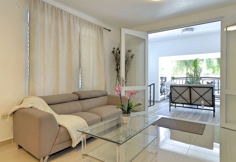 HM Suites - In San Juan (Condado), San Chuanas, 2 Bedroom Apartment, with Balcony 1st fl., (green), Svetainės zona