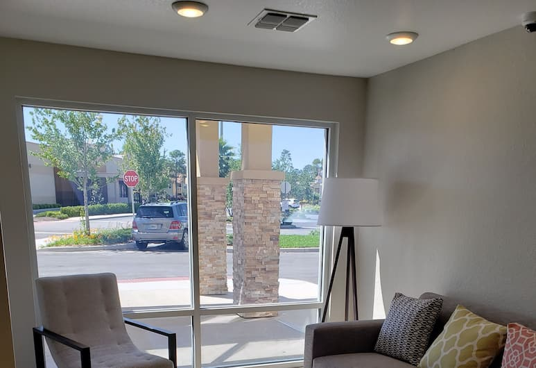 WoodSpring Suites Orlando International Drive, Orlando, Salottino della hall