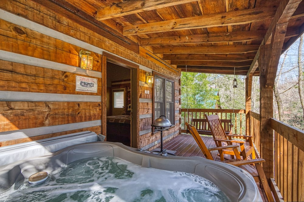 Cabin, 1 King Bed, Hot Tub - Private spa tub