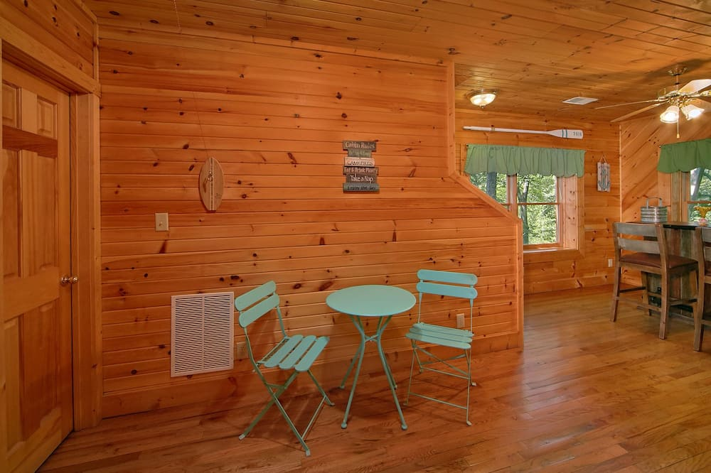 Cabin, 2 Bedrooms, Hot Tub, View - In-Room Dining