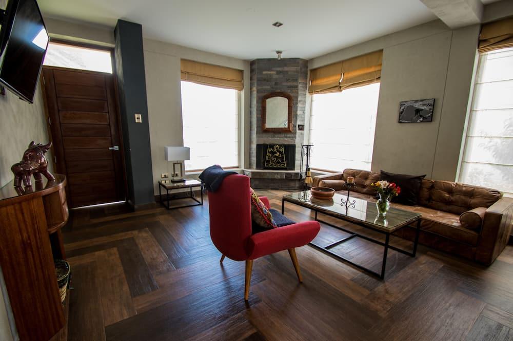 Deluxe Üç Kişilik Oda, 3 Tek Kişilik Yatak, Sigara İçilmez, Küvet - Oturma Odası