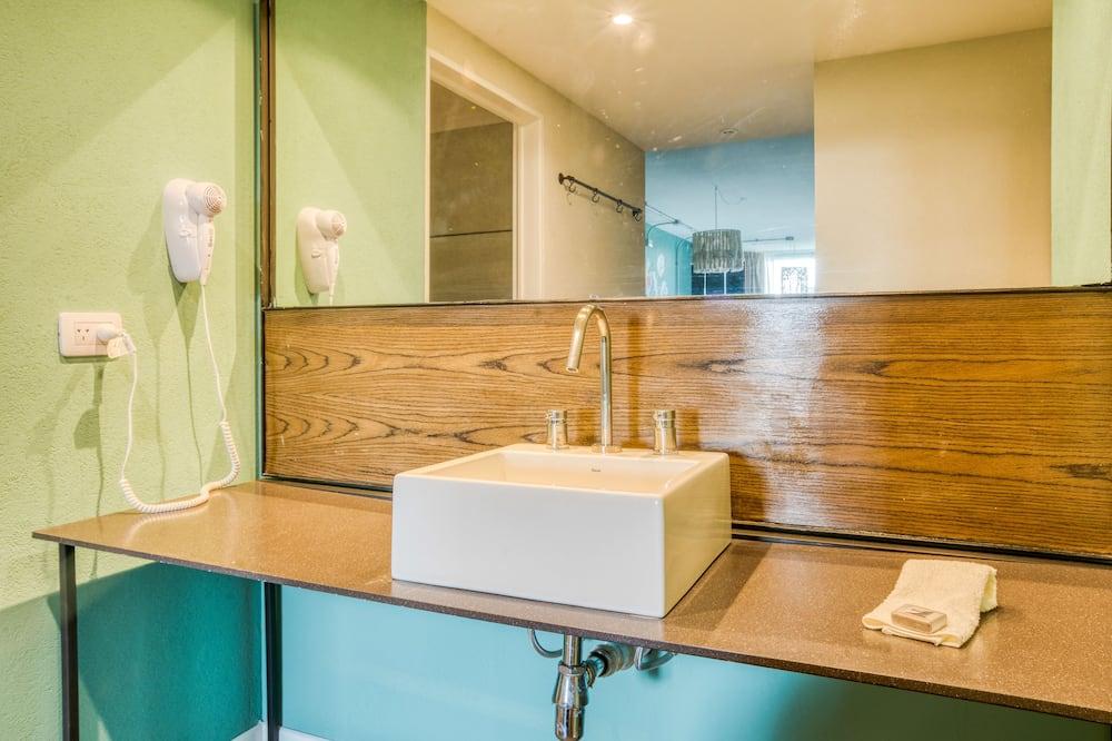 Suite Double Room - Bathroom