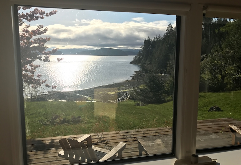 Beautiful Waterfront Home With Majestic Views, Cortes Island, Balcony