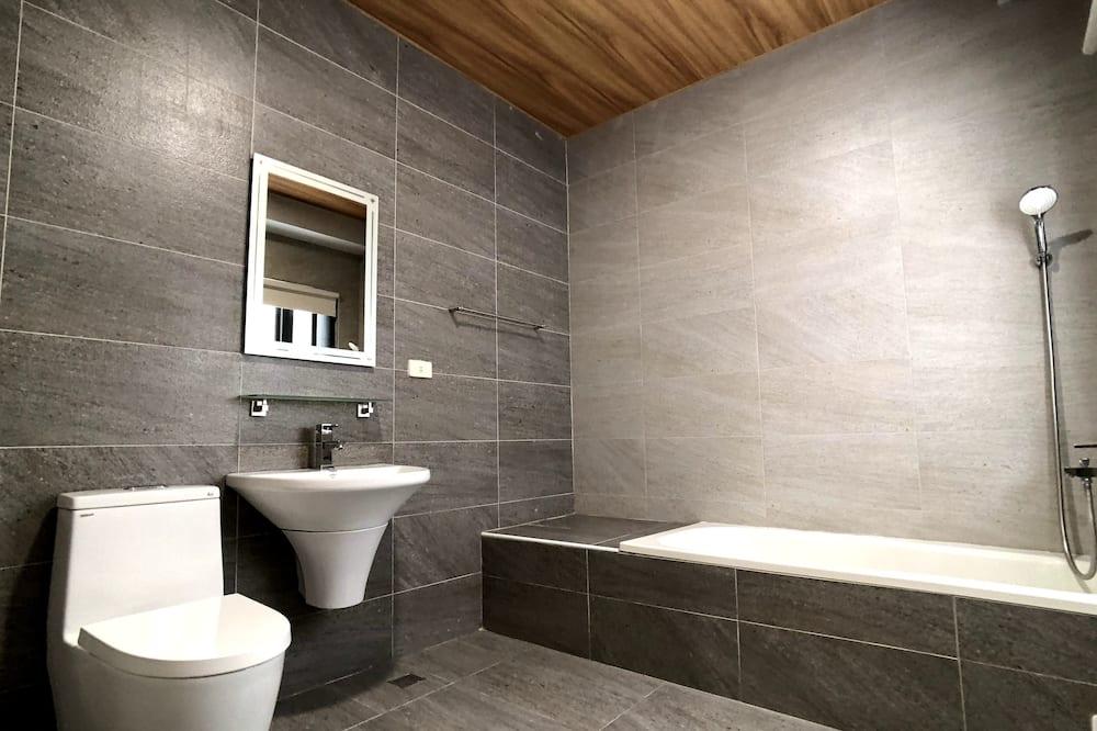 208工業風四人房 - 浴室