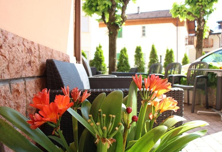 Hotel Paganella di Molveno, Molveno, Terasa / vidinis kiemas