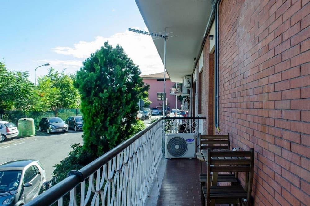Luxury Studio, Multiple Beds, Kitchenette - Balcony