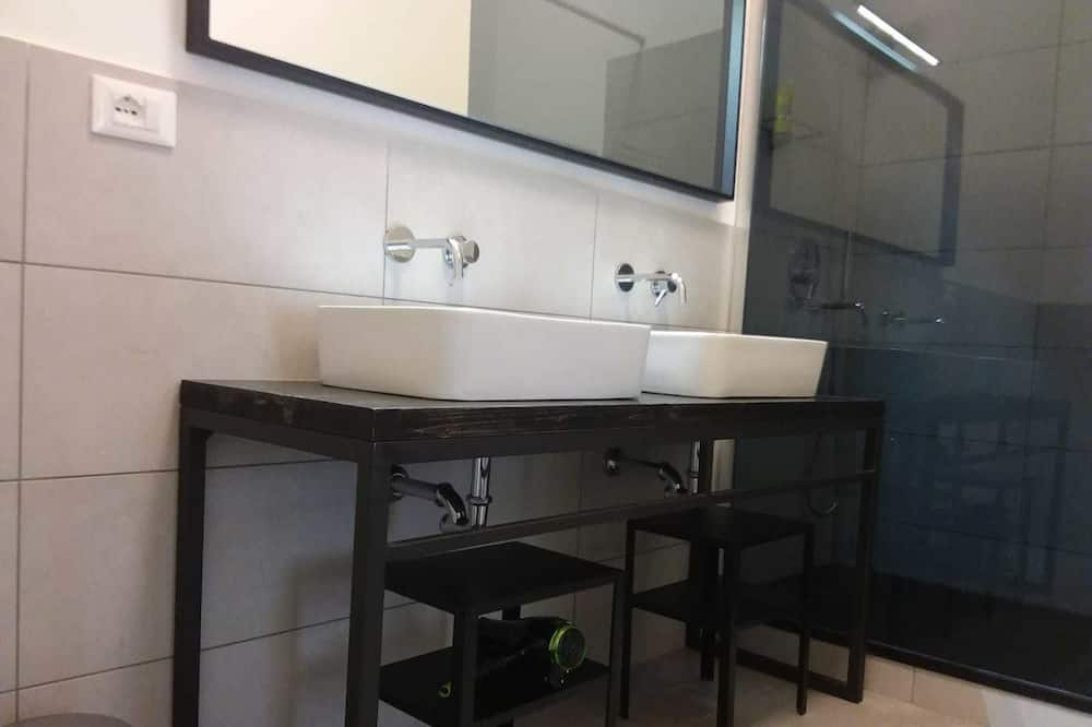 Quadruple Room, Patio - Bathroom