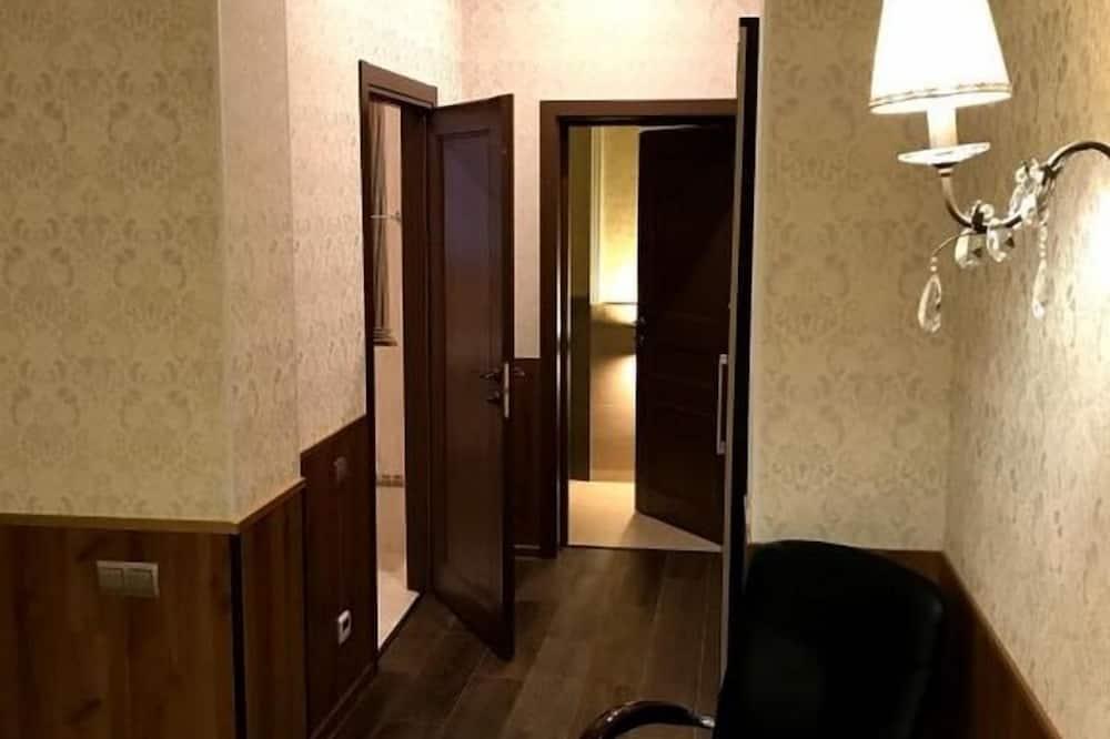 Улучшенный люкс, 3 односпальные кровати - Зона гостиной