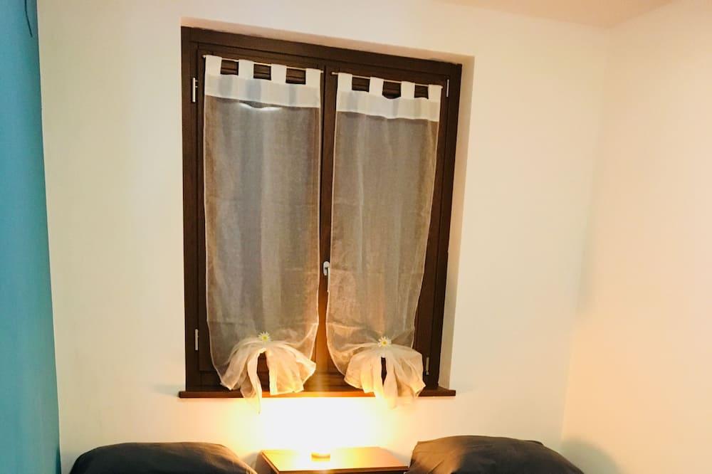 ダブルルーム 共用バスルーム - 部屋