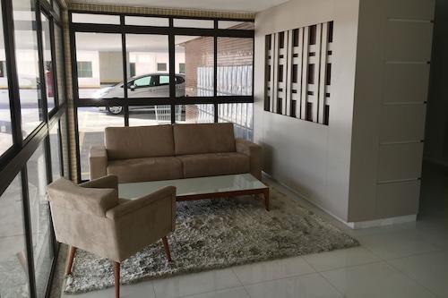 豪華草地大公寓酒店/
