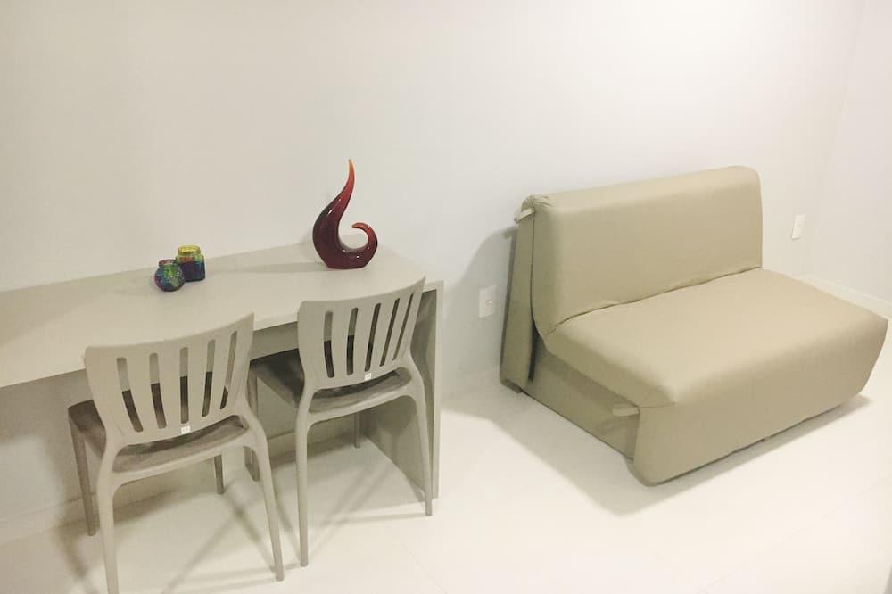 جناح إستديو ديلوكس - سرير ملكي مع أريكة سرير - تجهيزات لذوي الاحتياجات الخاصة - لغير المدخنين - غرفة معيشة