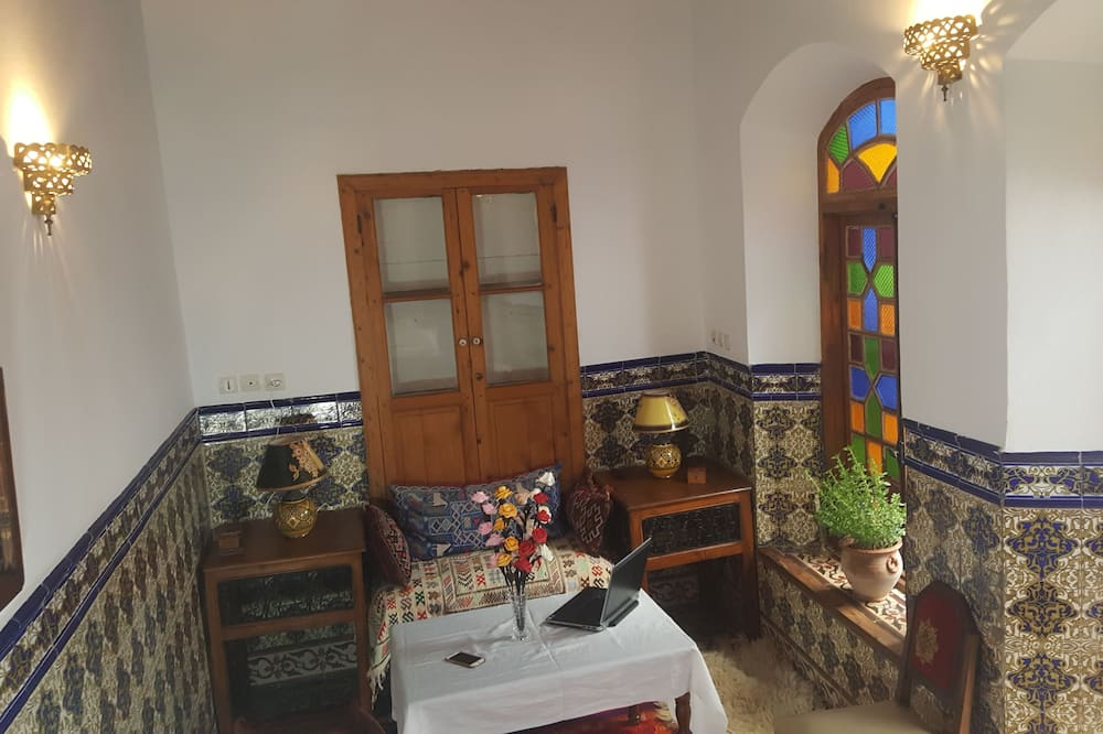 Classic Double Room, Non Smoking - Living Area