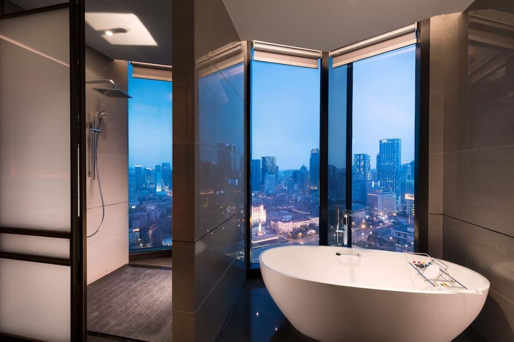 King Canopy Suite  - Bathroom