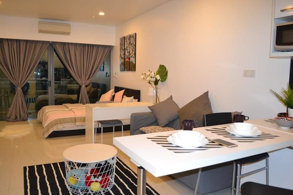 Studio Apartment - In-Room Dining
