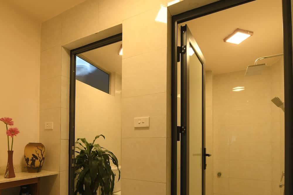 Familienzimmer, 2Queen-Betten - Badezimmer