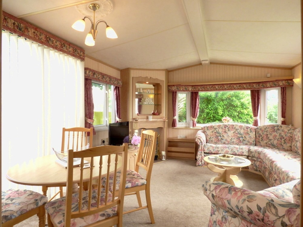 Book Caravan Hire at Sunnydale Holiday Park in Louth | Hotels.com on briarwood mobile home park, brentwood mobile home park, georgetown mobile home park, sunnyside mobile home park, paradise mobile home park, hamilton mobile home park,