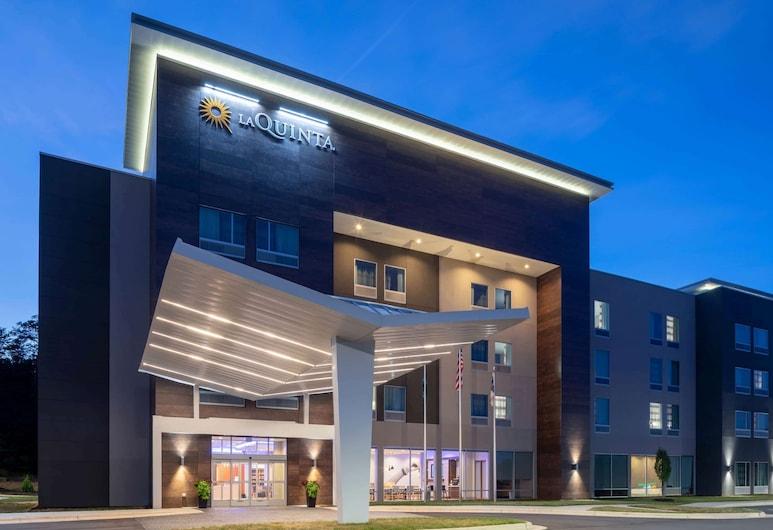 格林斯伯勒機場高點溫德姆拉昆塔套房飯店, 格林斯波羅