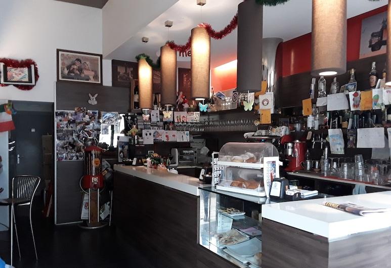 Roma Apartments Romanina, Rome, Bar