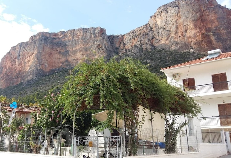 Effi's Kamara in Leonidio, Južná časť mesta Kynouria