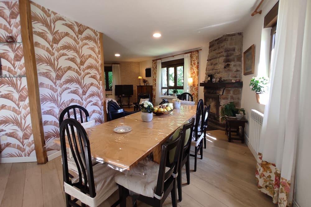 House, 3 Bedrooms (Valle de Brezos) - In-Room Dining