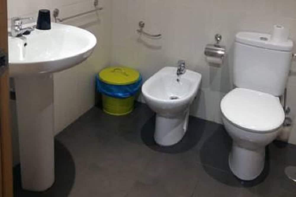 Двухместный номер с 1 двуспальной кроватью, 1 двуспальная кровать «Квин-сайз» - Ванная комната