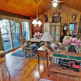 Cabin, 3 Bedrooms, Kitchen, Lake View - Living Room