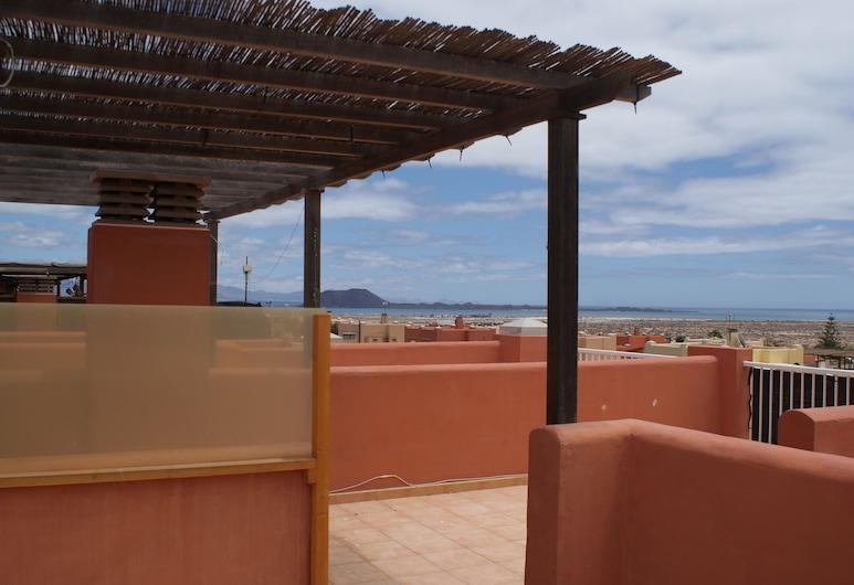 Apartment With Private Roof Terrace Overlooking Isla de Lobos, La Oliva, Balcony