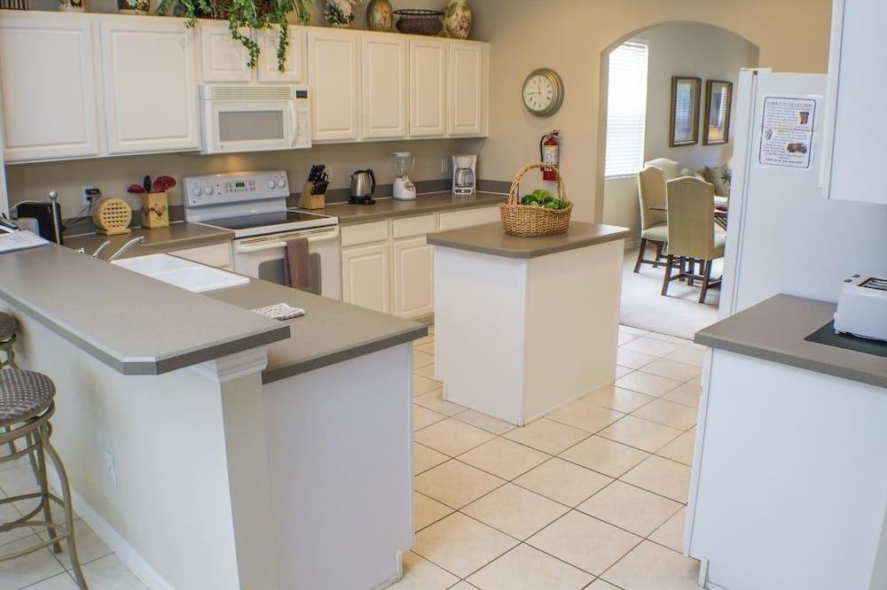 Family Villa, Hot Tub, Garden Area - Shared kitchen