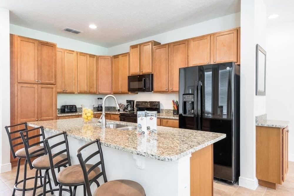 Family Villa, Multiple Bedrooms, Garden Area - Shared kitchen