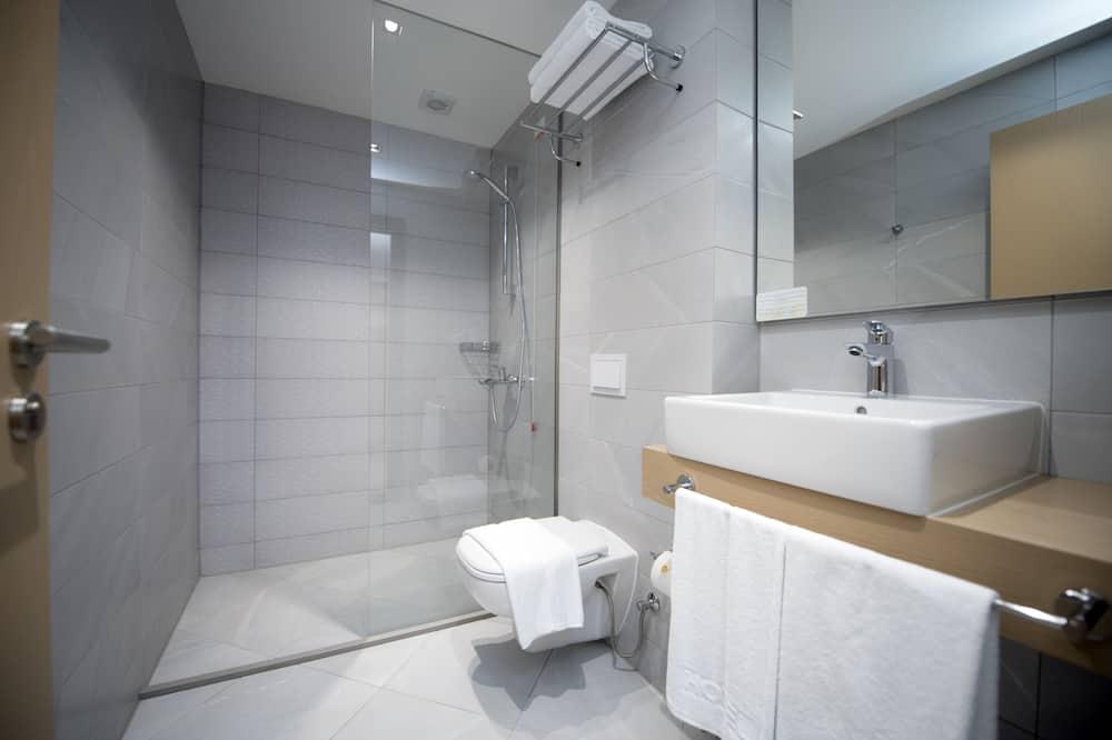 Executive Suite, 1 Bedroom, City View - Bathroom