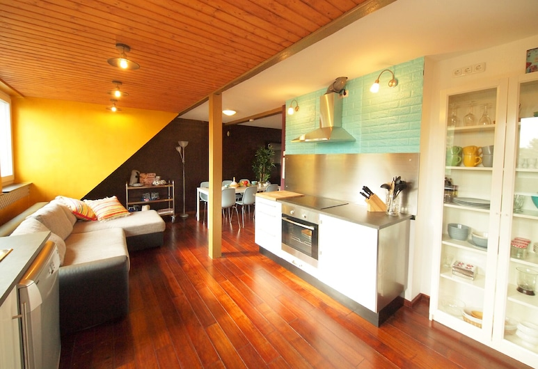 Relax & Comfort Apartments Cologne with good facilities for up to 10 people, Cologne, Living Room