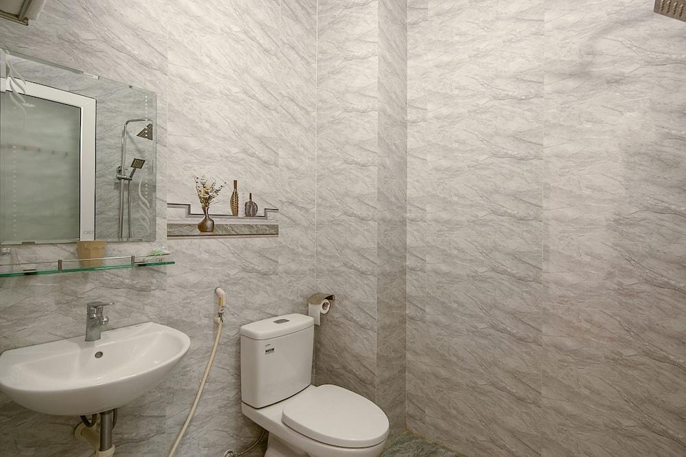 Familienzimmer - Dusche im Bad