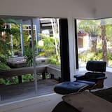Deluxe sviit, 1 ülilai voodi, vaade aeda - Lõõgastumisala