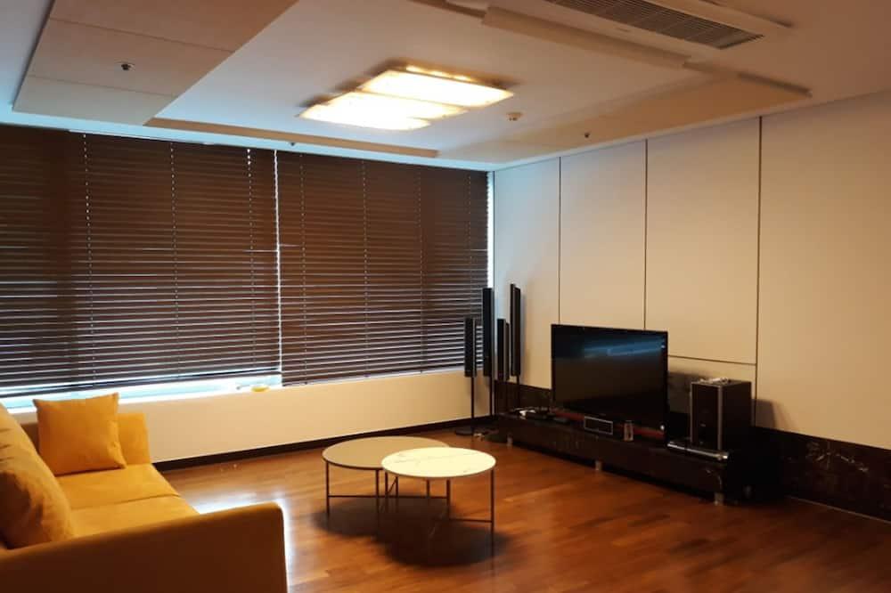 Full House - Living Room