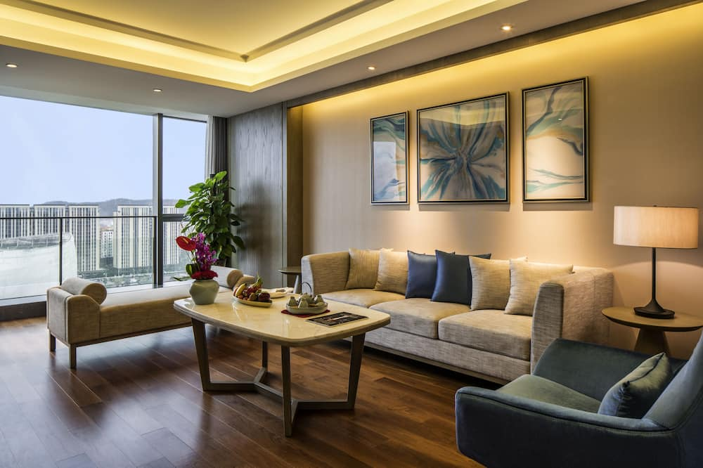 Superior Suite, 1 King Bed, Business Lounge Access, Sea View - Living Room
