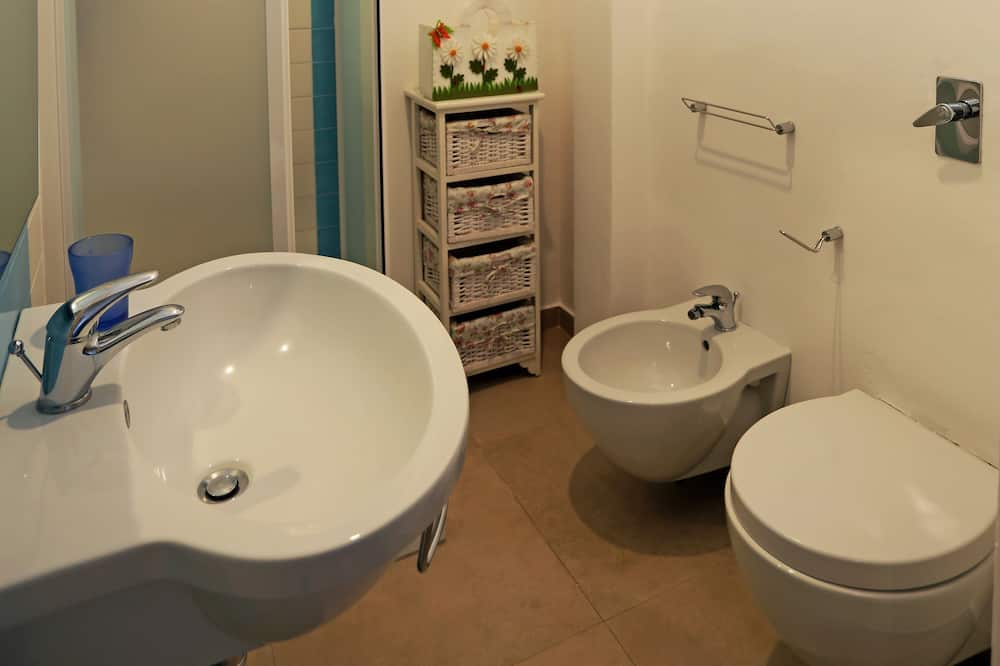 Panoramic Penthouse, Multiple Beds, Sea View - Bathroom
