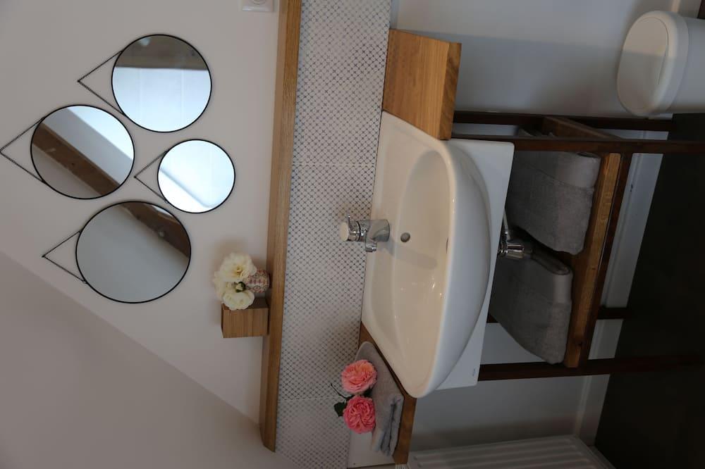 Comfort-Doppelzimmer, 1 Queen-Bett - Waschbecken im Bad
