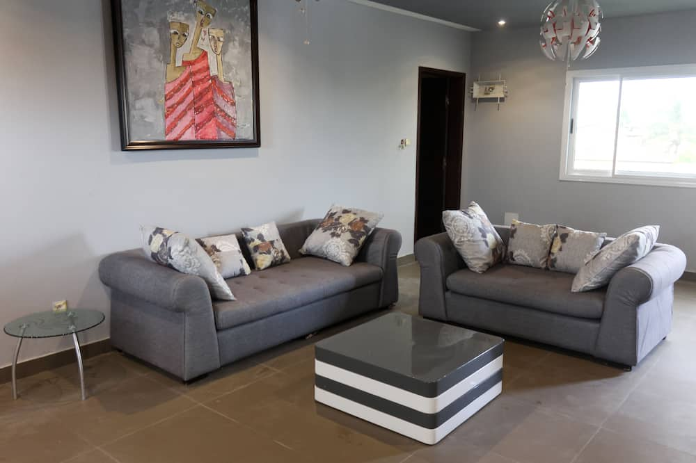 Family Apartment, 3 Bedrooms, Non Smoking - Living Room