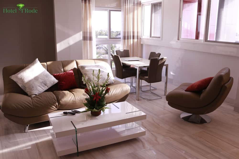 Family Apartment, 3 Bedrooms, Non Smoking - Living Area