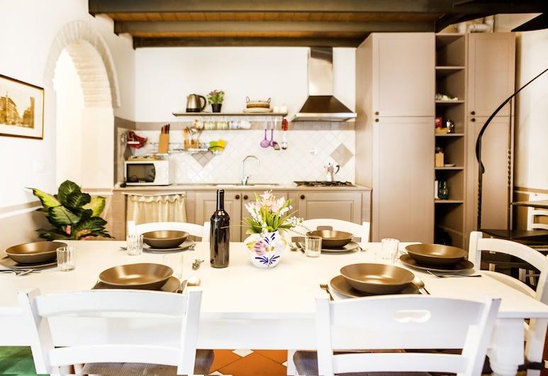 Art Apartment Vasari, Florence, Apartment, 3 Bedrooms, Living Area