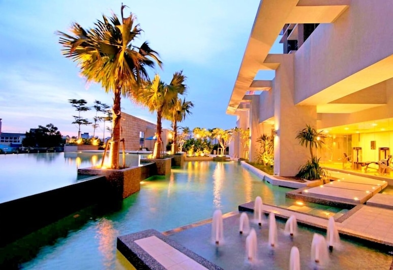 Platinum Suites AT Swiss Garden, Kuala Lumpur, Outdoor Pool