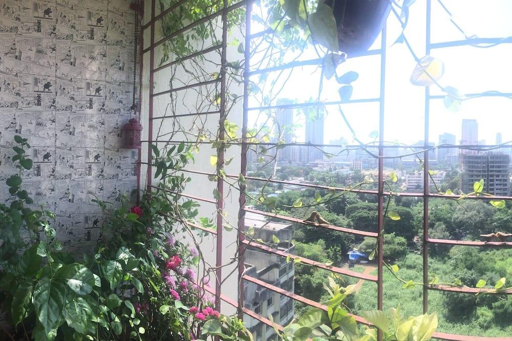 Green View, Good Vibes and Energy apartment with Wifi in Mumbai