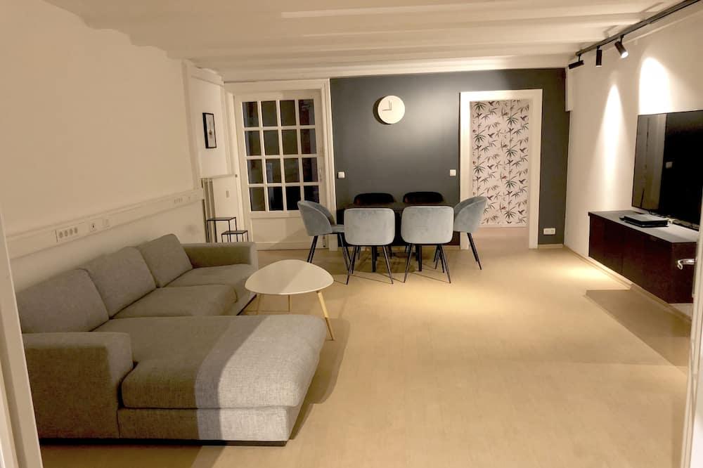 شقة بتصميم مميز - ٤ غرف نوم - منطقة المعيشة