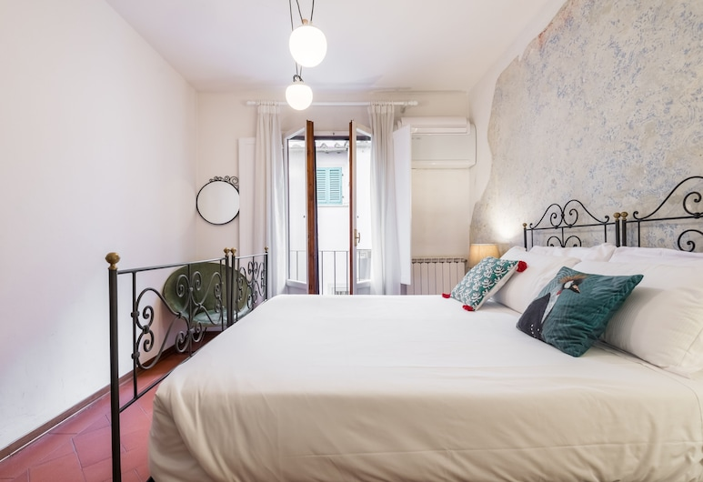 San Frediano Apt Downtown Cool District, Florence, Family Apartment, Room