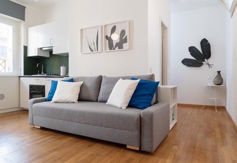 디자인 플랫 니어 더 시티 센터, 밀라노, 아파트, 침실 2개, 발코니, 마당 전망, 거실 공간